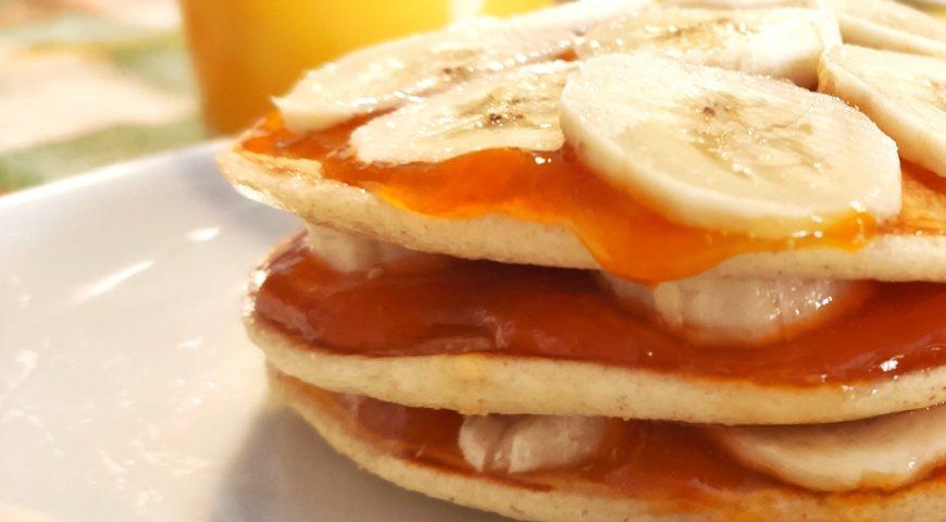 pancake frutta e succo d'arancia